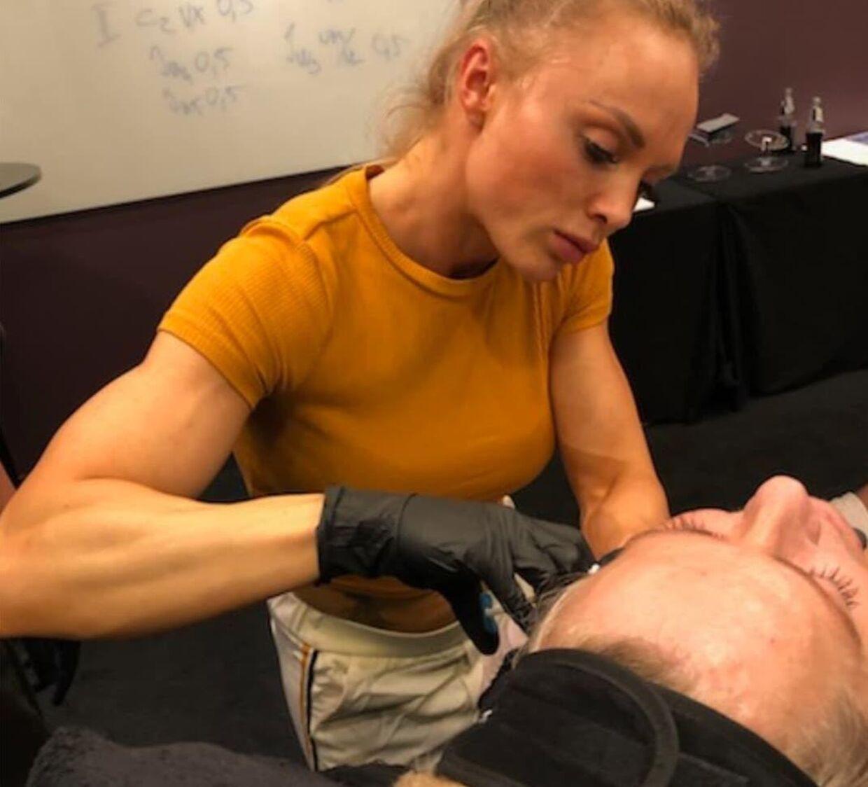 Normalt er det botox og fillers, Annabell arbejder med.