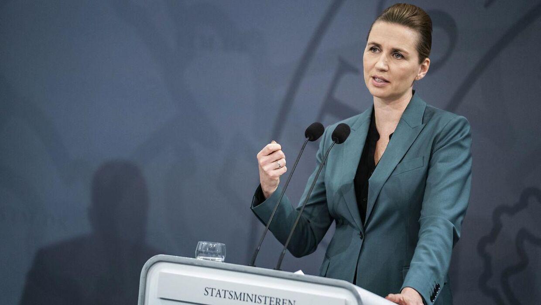 Statsminister Mette Frederiksen er meget populær i den danske befolkning under coronakrisen.