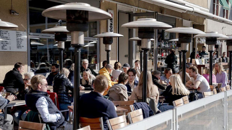 Også i Malmø er der stadig gang i restauranter og caféer. Her et billede fra 26. marts 2020.
