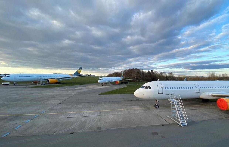 Sunclass' fly står på jorden, og det koster firmaet dyrt.