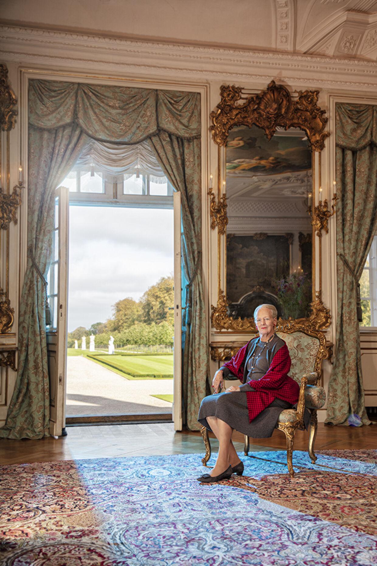 Dronning Margrethe i Havesalen på Fredensborg.