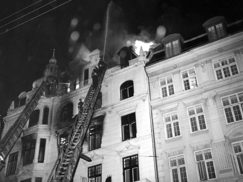 Pyromanbranden på Hotel Hafnia i Vester Voldgade i København i 1973 kostede 35 hotelgæster livet. !3 år senere tilstod Erik Solbakke Hansen pludselig, at han havde påsat dødsbranden.