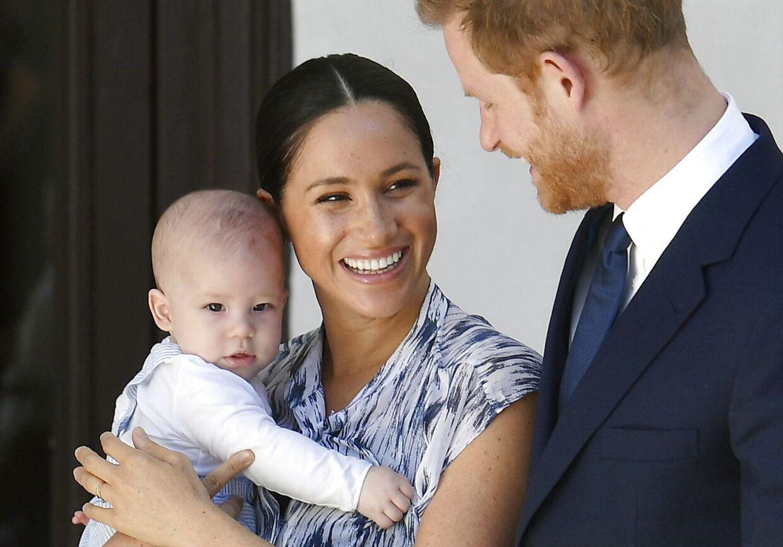 Prins Harry, hans hustru Heruginde Meghan og deres søn Archie.