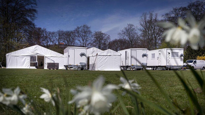 Covid-19: Myndighederne er igang med at bygge et stort COVID-19 testcenter i telte i Fælledparken i København, lørdag d. 18. april 2020.. (Foto: Liselotte Sabroe/Ritzau Scanpix)