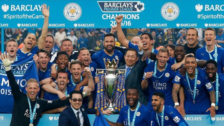 Leicester med Premier League-trofæet.
