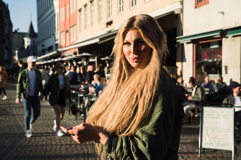 Danske Ivy Rosenauer er nået til et punkt, hvor hun ikke længere kan sidde hjemme i Danmark og kede sig. Derfor er hun taget til Malmø for at feste.