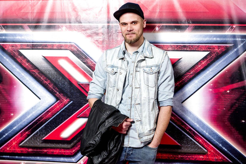 Fredag d. 28. marts 2014 løb X Factor finalen 2014 af stablen i DR-byen i København. Rød løber inden finalen. her er det Chresten.