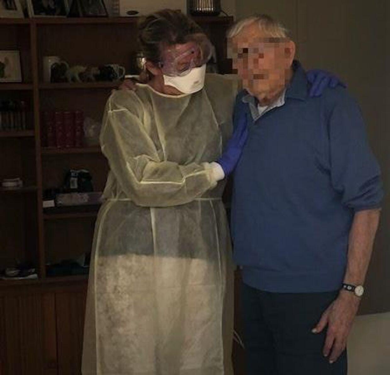 Lone besøgte sin far, da han blev testet positiv og skulle have beroligende medicin. Det var sidste gang, hun så ham. Familien ønsker af hensyn til faren at anonymisere hans ansigt.