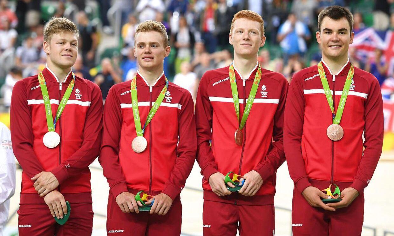 Niklas Larsen (nummer to fra venstre) var med til at vinde bronze ved OL i Rio i 4000 meter holdforfølgelsesløb.