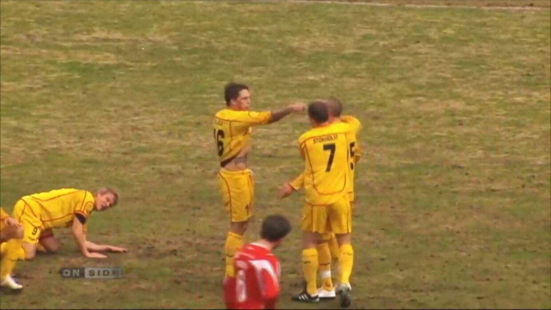 Her er øjeblikket i en jubelscene fra Superligaen, hvor Nicki Bille lader, som om han skyder Bajram Fetai. Jubelscenen gik viralt og nåede hele vejen til Spanien.