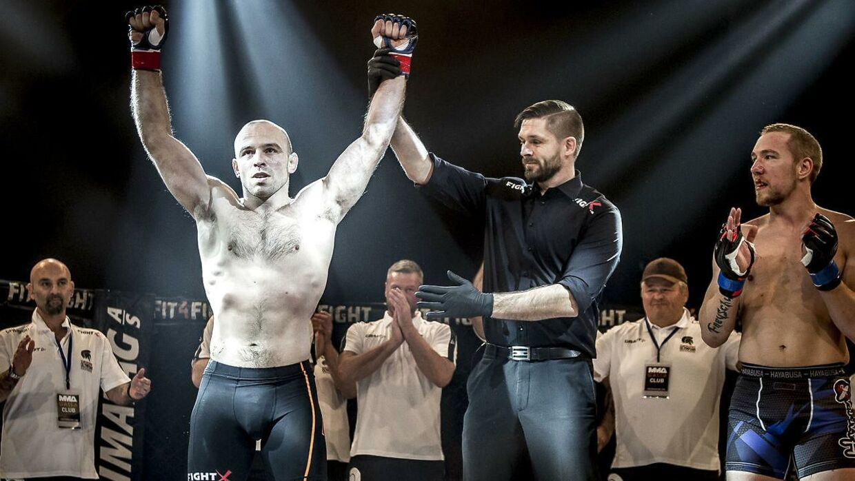 Mark O. Madsen efter sin kamp mod den tidligere svenske MMA-mester Matthias Freyschuss under MMA Galla i Nykøbing Falster Hallen lørdag den 13. januar 2018.