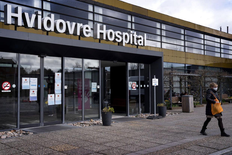 Hvidovre Hospital har modtaget mange patienter med indvandrerbaggrund, fortæller overlæge Thomas Benfield.