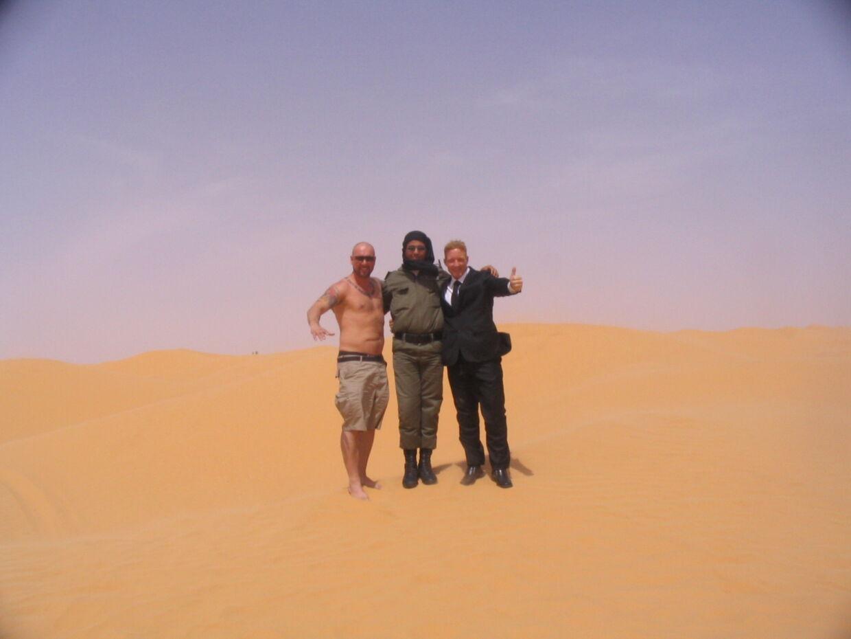 Ronny Morris og hans videohold - I Sahara