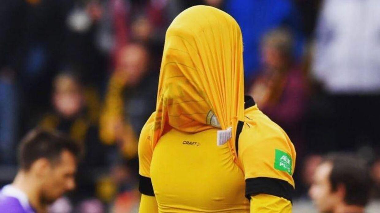 Simon Makienok har brugt både båret maske og gået med handsker, når han har handlet, men er alligevel blevet ramt af corona.