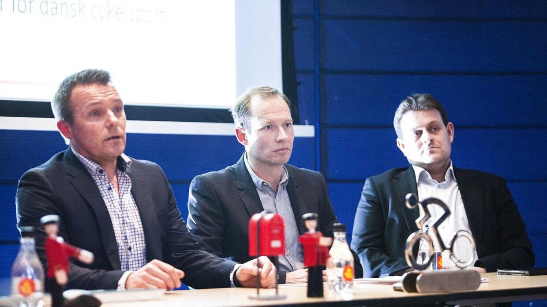 Martin Elleberg Petersen (i midten) fortæller, at Danmarks Cykle Union er hårdt ramt på økonomien som følge af coronakrisen.