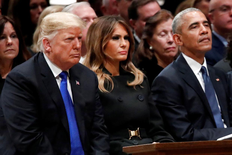 Efter en iskold håndtryk ignorerede Obama og Trump hinanden under eks-præsident George H. Bushs begravelse. Ingen af de andre tilstedeværende eks-præsidenter talte med Trump.