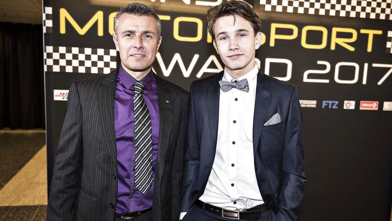 18-årige Christian Lundgaard sammen med sin far, Henrik, ved Dansk Motorsport Award torsdag 2. februar 2017 i Messecenter Herning.