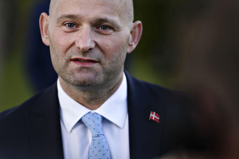 Søren Pape Poulsen (KF), da statsministeren holder doorstep om fase 2 af genåbningen af Danmark efter Regeringen og partilederne har mødtes til de afsluttende forhandlinger på Marienborg, nord for København, torsdag den 7. maj 2020.. (Foto: Philip Davali/Ritzau Scanpix)