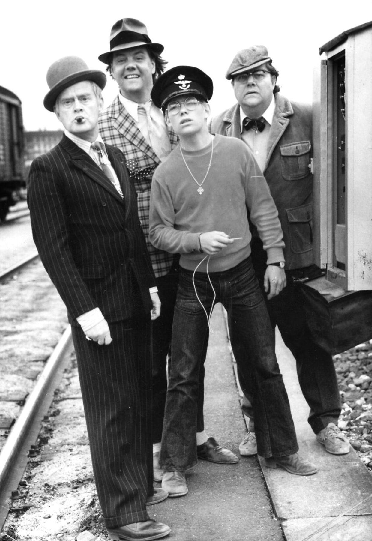 'Olsenbanden' på sporet: Fra venstre ses: Ove Sprogøe, Morten Grunwald, Jes Holtsø og Poul Bundgaard.