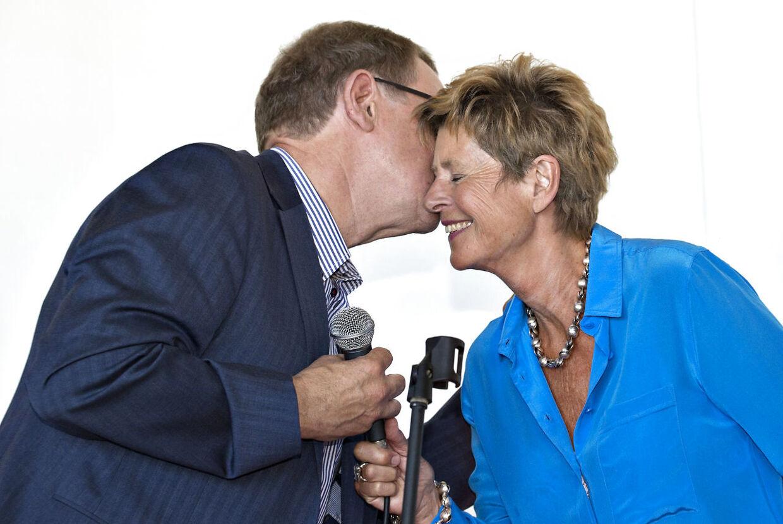27 års kærligt samvær nåede Lone Dybkjær at få med sin Poul. Her er parret fotograferet ved Poul Nyrup Rasmussens 70-års fødselsdag.