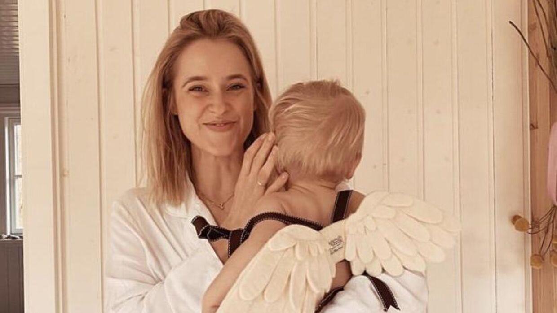 Cathrine Widunok Wichmand med sønnen Eddie på halvandet år.
