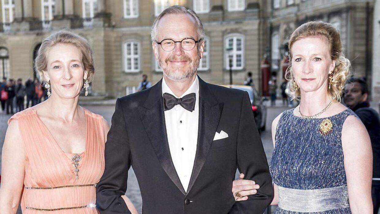Grve Michael Ahlefeldt ses her sammen med prinsesse Alexandra af Berleburg(tv) og sin svigerinder prinsesse Nathalie af Berleburg (th).