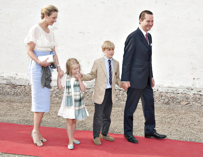 Prinsesse Alexandra zu Sayn-Wittgenstein-Berleburg med sin mand, greve Jefferson-Friedrich von Pfeil, mens deres børn endnu var små.
