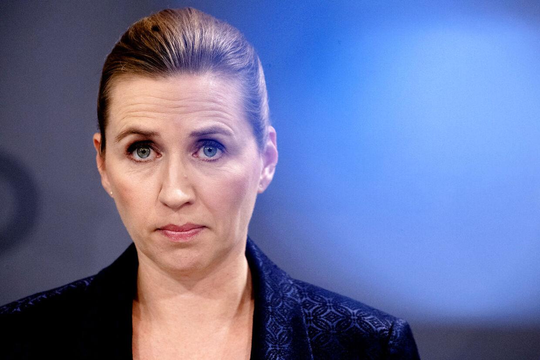 Statsminister Mette Frederiksen (S) meldte på pressemøde 11. marts ud, at myndigheder havde anbefalet nedlukningen af Danmark. Men hun vil ikke ud med, hvilke myndoigheder, der er tale om.