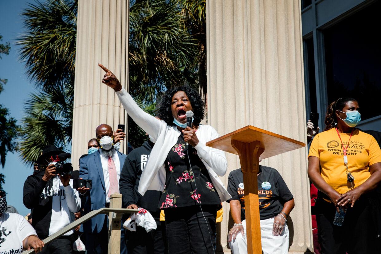 Protester ses her tidligere i maj i sagen om Ahmaud Arbery, der i februar blev skudt og dræbt nær sit hjem i Georgia. Dustin Chambers/Reuters