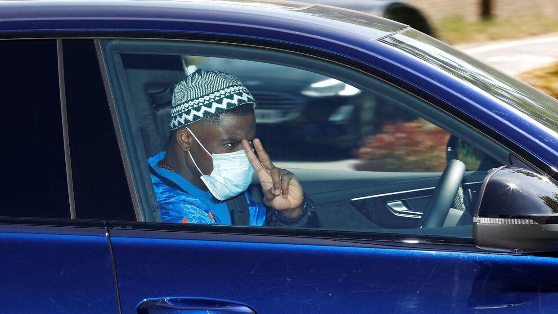Selv om Serge Aurier har brudt retningslinjerne flere gange, så bar han alligevel maske, da han onsdag 20. maj ankom til Tottenhams træningsanlæg i London.