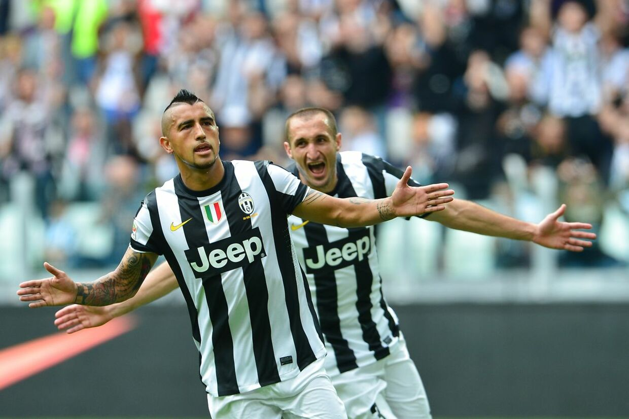 Juventus' midfielder of Chile Arturo Vidal (front) celebrates after scoring a penalty with Juventus' defender Giorgio Chiellini during the serie A football match between Juventus and Palermo on May 5, 2013 at the Alps stadium in Turin. AFP PHOTO / GIUSEPPE CACACE. GIUSEPPE CACACE / AFP