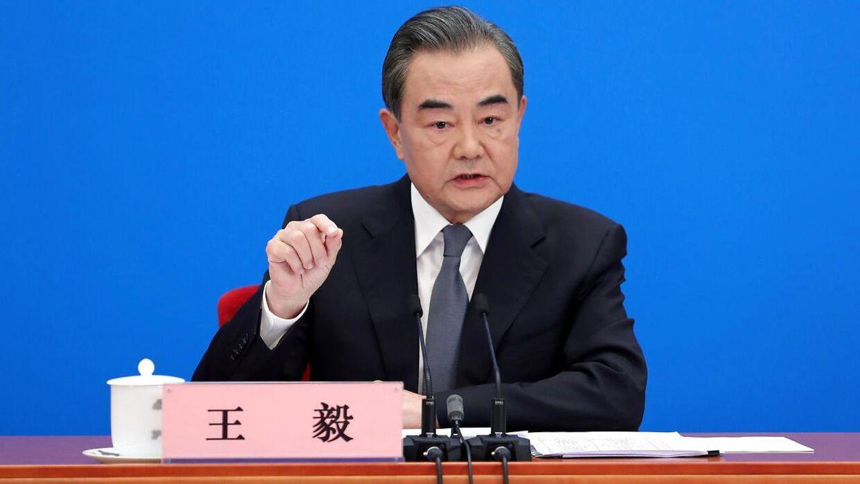 Kinas udenrigsminister, Wang Yi, holdt søndag pressekonference via videolink.