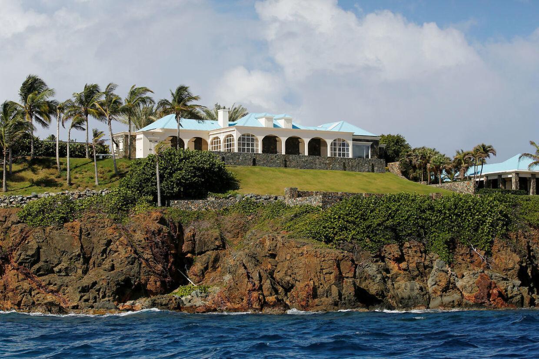 Jeffrey Epsteins hus på øen Little St. James Island, hvor rigmanden angiveligt holdt selskaber, som indebar seksuelt misbrug af helt unge piger. (Arkivfoto)