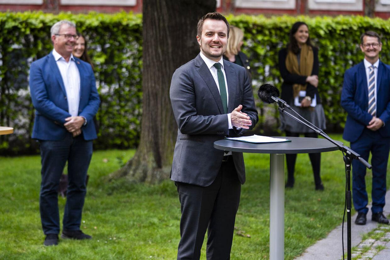 De var brede smil, da regeringen og alle partier undtaget Nye Borgerlige præsenterede planen, der blandt andet skulle give rejseselskaber lov til at se bort fra forbrugernes rettigheder. I EU var grimassen en lidt anden.