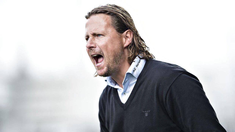 Bo Henriksen siger selv, at det vil være tåbeligt ikke at gøre brug af, at han kan råbe højere end de fleste andre.