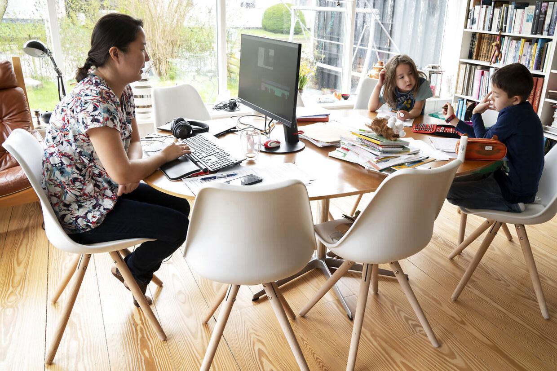Danskernes evne til at kombinere familieliv og arbejdsliv bliver hyldet i den britiske artikel. Her familien Trolle Boding fra Herlev. (Arkivfoto)