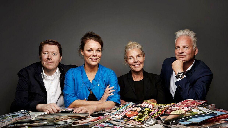 Det, vi taler om, Ditte Okman (2. fra venstre) og Anna Thygesen (3. fra venstre) sammen med nogle af de andre, som indimellem gæster showet.
