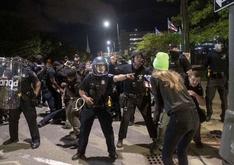 I Detroit, Michigan. Demonstranter og politi i konfrontation.