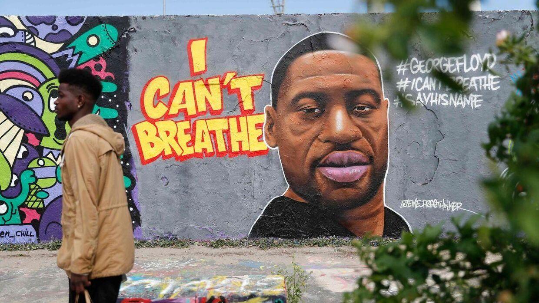 Her ses et graffiti-maleri lavet af George Floyd i Berlin i Maur Park.