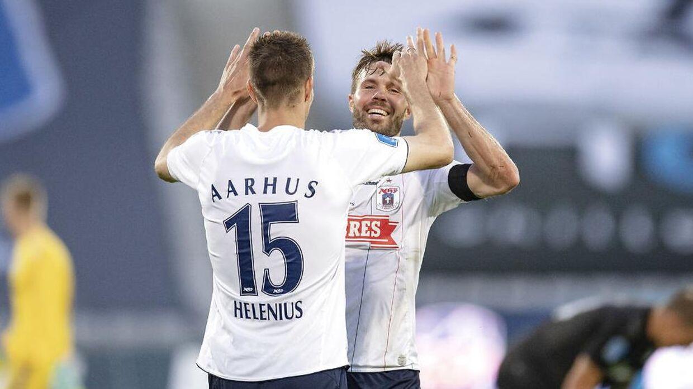 AGFs Nicklas Helenius (15) og Patrick Mortensen (9) fejrer sejren i 3F Superligakampen AGF mod OB på Ceres Park i Aarhus, 1. juni 2020.. (Foto: Bo Amstrup/Ritzau Scanpix)