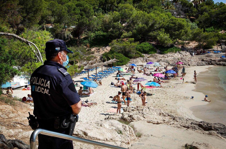 Spanien er ved at åbne strandene igen for deres egen befolkning. Fra 1. juli bliver det også muligt for danskere at rejse til Spanien. Men Udenrigsministeriet fraråder det, og gør du det alligevel, opfordres du kraftigt til at gå i 14 dages hjemmekarantæne, når du kommer hjem igen.