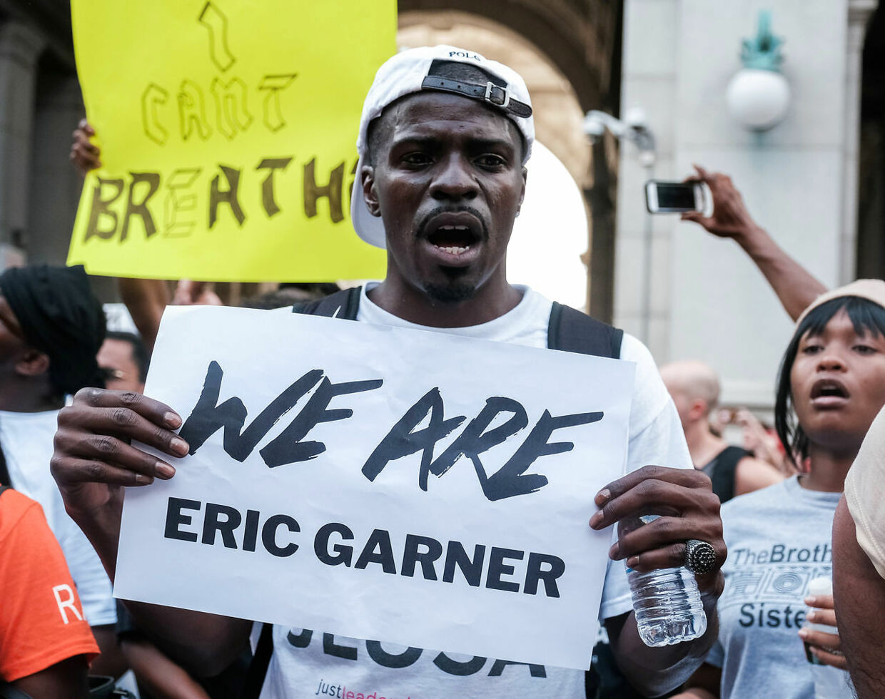 Protesters march and rally on the fifth anniversary of the death of Eric Garner, a day after federal prosecutors announced their decision not to prosecute NYPD officer Daniel Pantaleo or other officers for charges related to his death, in New York, U.S., July 17, 2019. REUTERS/Michael A. McCoy. (Foto: MICHAEL MCCOY/Ritzau Scanpix)