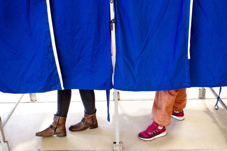 RB PLUS- - 100 år: Kvinder har magten i stemmeboksen- - ARKIVFOTO af stemmebokse 2013- - Se RB 3/6 2015 12.00. Det er 100 år siden, at danske kvinder fik stemmeret til Rigsdagen. I dag benytter de muligheden oftere end mænd. Men der er stadig lang vej til ligestilling. (Foto: Bax Lindhardt/Scanpix 2015)