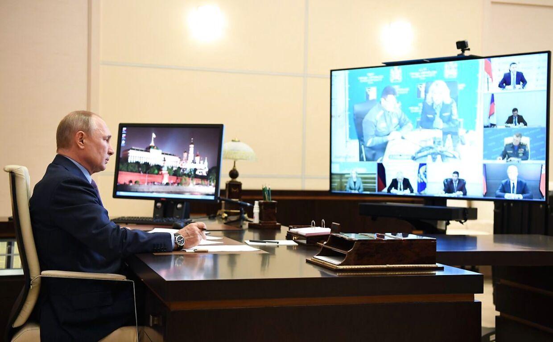 Præsident Putin er vært for en videokonference om den store olieforurening.