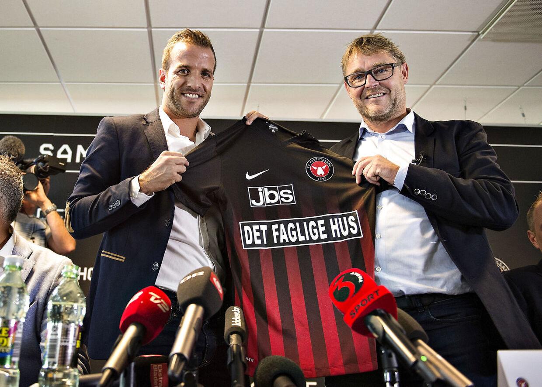 10. august 2016 landede Rafael van der Vaart i Danmark med en stolt Claus Steinlein ved siden af. Det blev aldrig den store succes.
