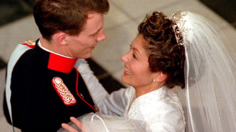 Prins Joachim og Alexandra under brudevalsen.