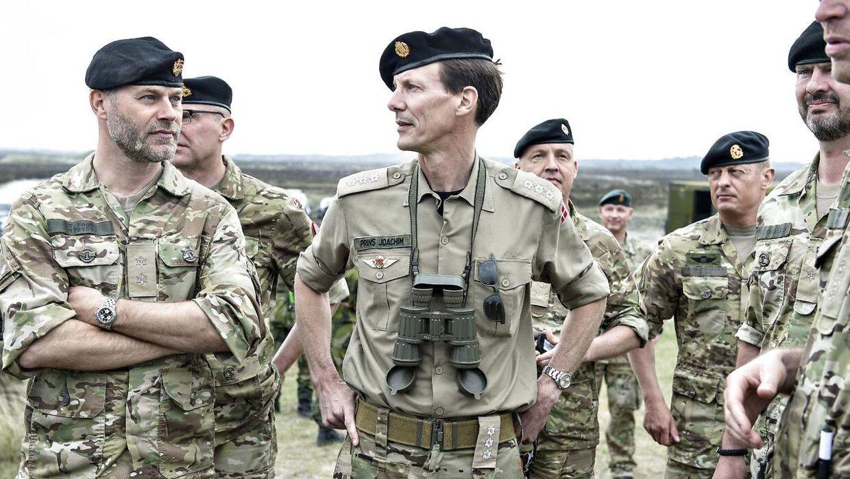 Historiker Michael Bregnsbo spår, at vi vil se prins Joachim fortsætte sin karriere inden for militæret.