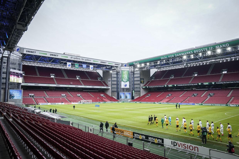 FC Københavns tribuner har plads til 38.065 siddende tilskuere fordelt på syv tribuneafsnit. Hvis der lukkes 500 tilskuere ind, vil hver tilskuer have 75 sæder til rådighed. (Arkivfoto). Niels Christian Vilmann/Ritzau Scanpix