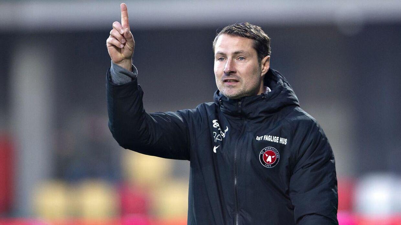 Ifølge FC Midtjyllands direktør har der ikke været nogen forespørgsel fra Standard Liege på cheftræner Brian Priske.