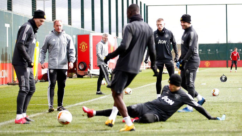 Manchester United træner på klubbens træningsanlæg, Aon Training Complex, i Carrington. Det var her, at kampen mod Stoke City skulle have været spillet tirsdag.